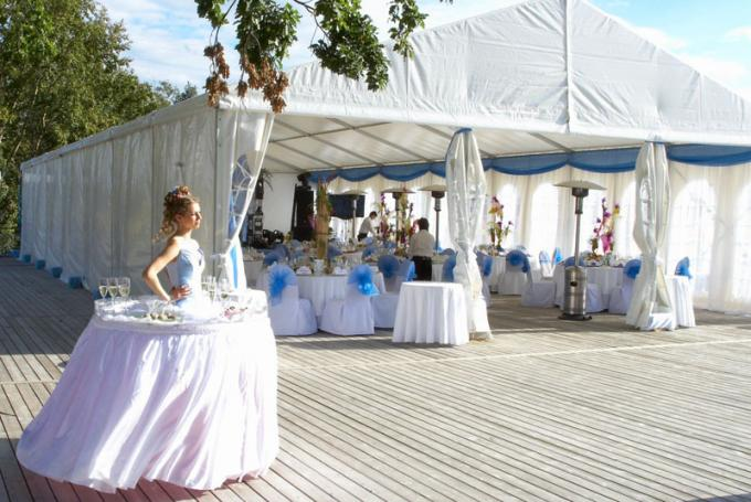 300 People High Peak Waterproof Fabric Royal Wedding Banquet Tent With Carpet